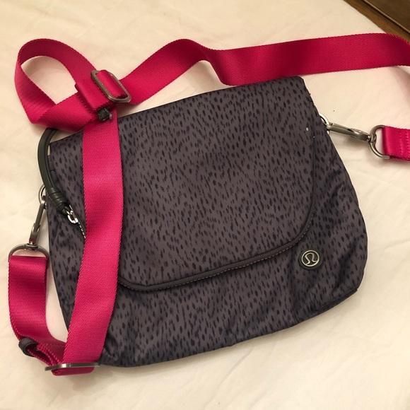lululemon athletica Handbags - Lululemon Purse